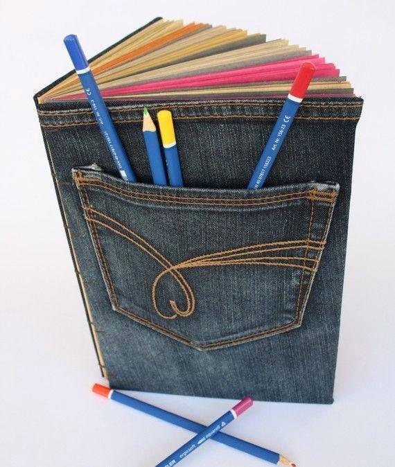 3923d9791ad6 Ötletek füzet- és könyvborítókra. Nagyon mutatósak, főleg, hogy a zsebek  ceruzatartóként is funkcionálhatnak. A farmer többféle színében  elkészítheted, ...