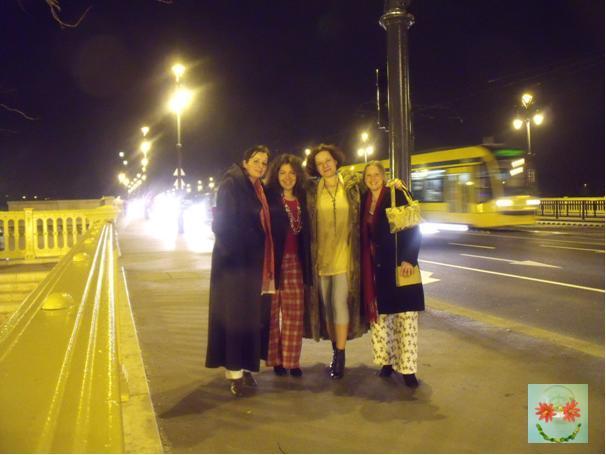 Derűlátó - pizsivonulás a Margit hídon