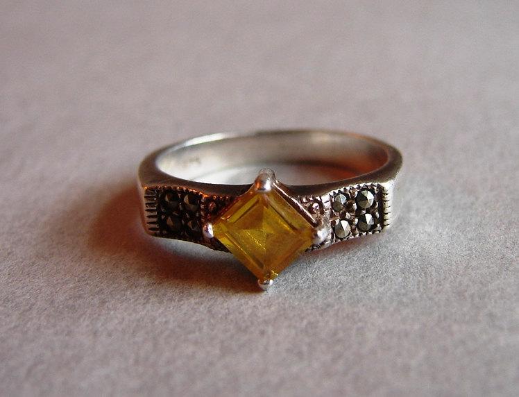 sárgaköves gyűrű