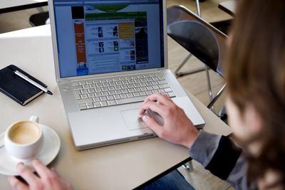 portál laptop kijelzőn