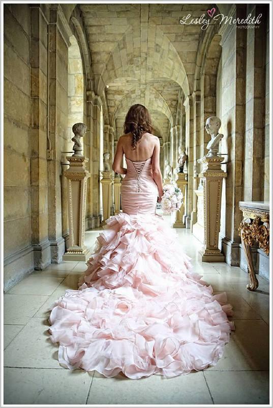 Az esküvői helyszín és a ruha összhangja - Menyasszony Stylist 47c8257517