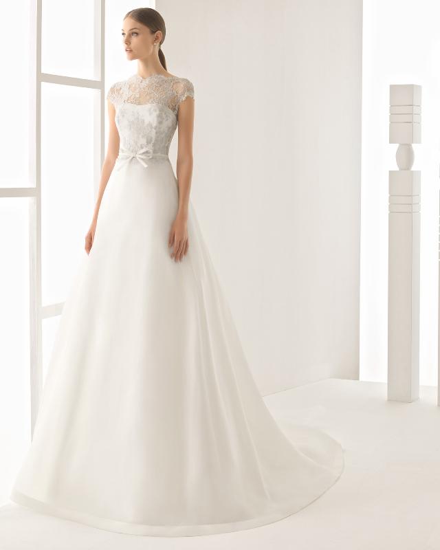 A tipikus körte alkat és molettebb menyasszonyok legidálisabb ruhafazonja  lehet. bc82eba4a7