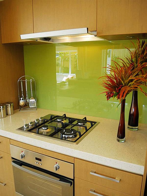 Miért drága az üveghátfal a konyhabútorhoz? - Konyha-Mánia