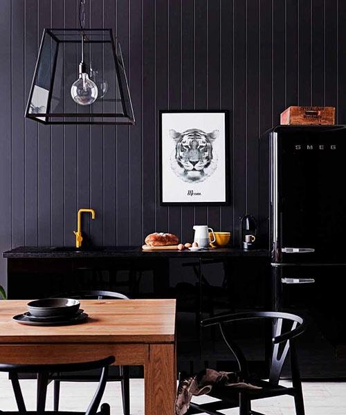 Fekete konyhabútor-SMEG fekete hűtő