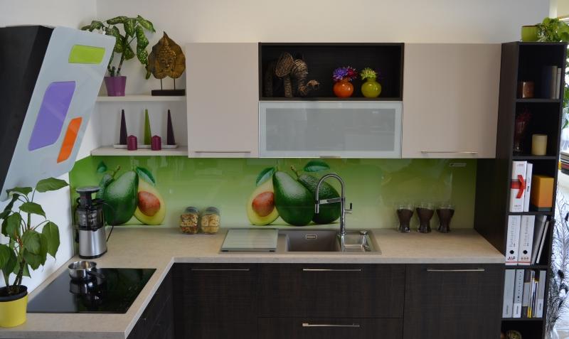Wenge modern konyhabútor , üveghátfal