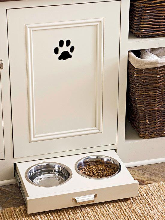 Konyhabútorba tervezett kutyaetető