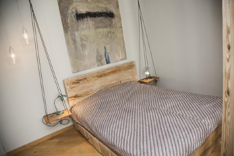 Újrahasznosított fa-ágy