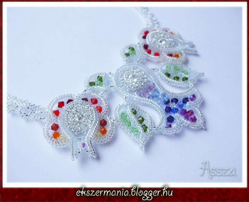 Kalocsai mintás nyakék swarovski kristályokkal