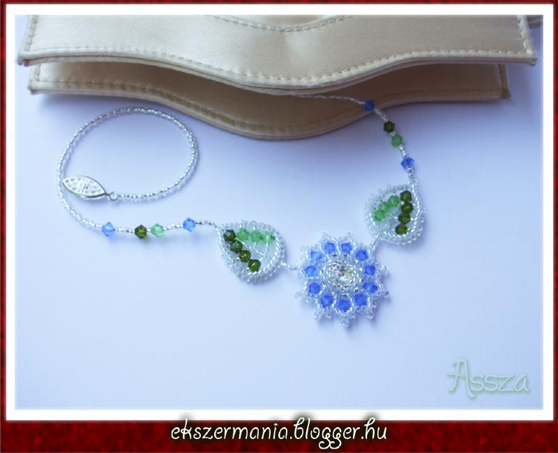 Kék virágos nyaklánc swarovski kristályokkal