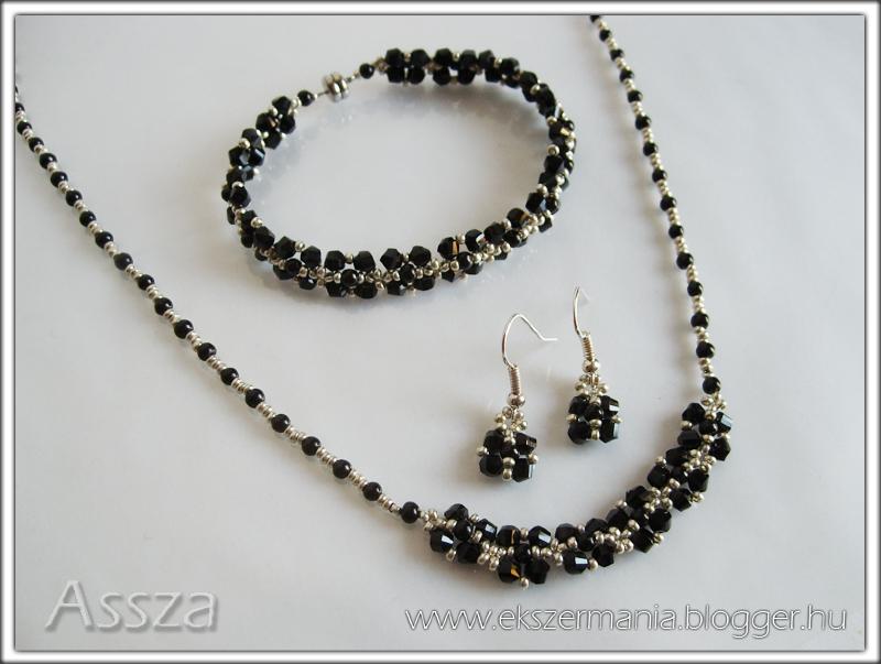 Fekete-ezüst ékszerek: nyaklánc, karkötő és fülbevaló