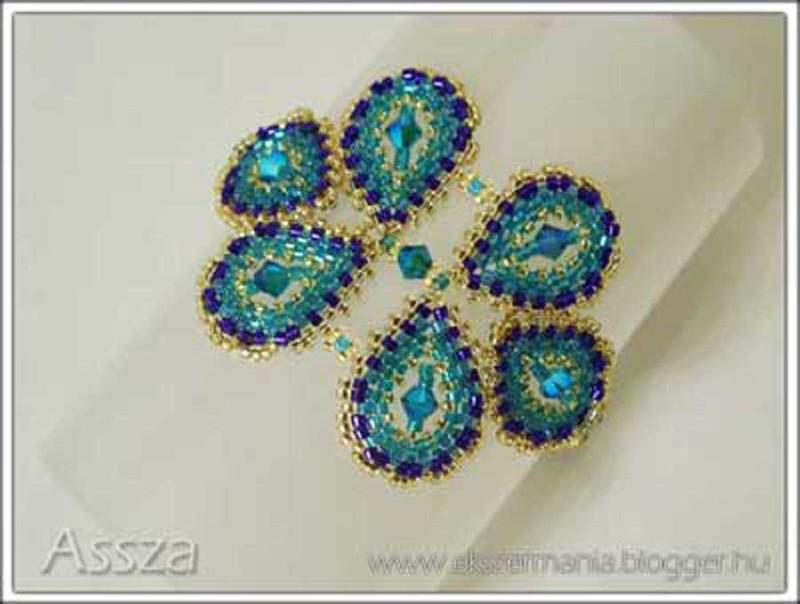 Páva színű karkötő Swarovski kristályokkal