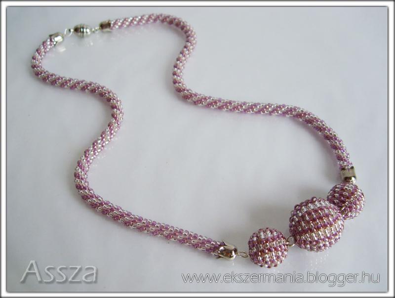 Gyöngyhorgolt nyaklánc egyszerű gyöngy-bogyókkal