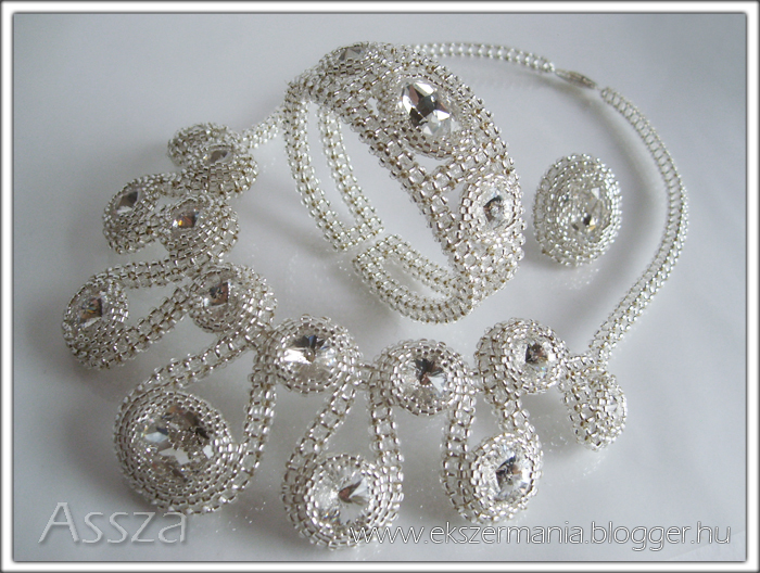 Nyaklánc, karkötő, gyűrű kristályokból