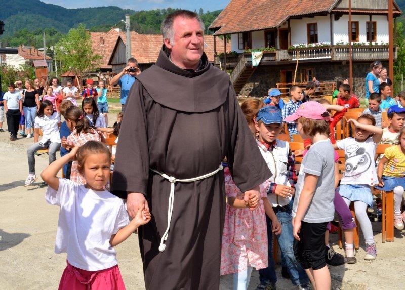 Bőjte Csaba gyerekekkel