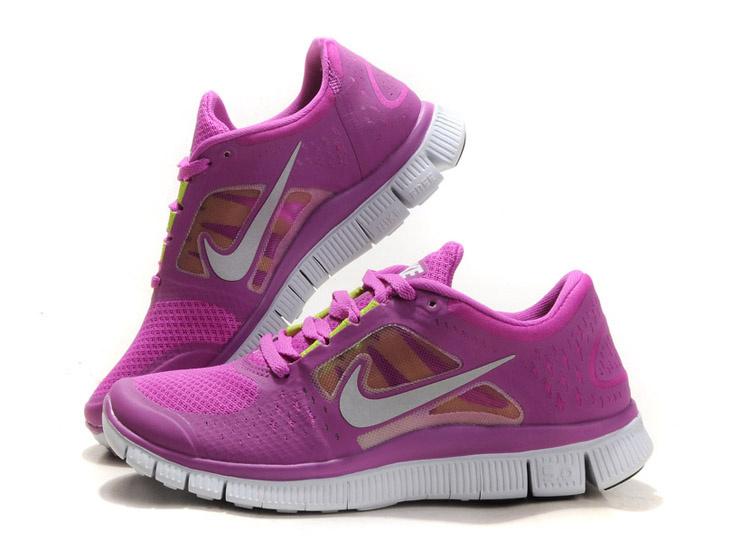 7c6d4f2d25 Szóval az idei trend alapján a legmenőbb a Nike új kollekciója a Free Run.  Ezek a cipők nem csak tökéletesek futásra, de divatosak, nőiesek és nagyon  ...