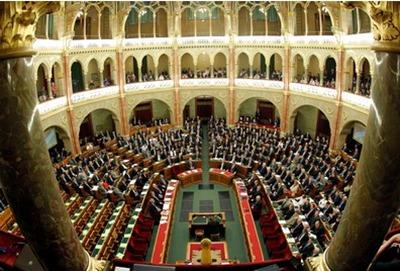 Mihez viszonyítva van nyugalomban a parlament